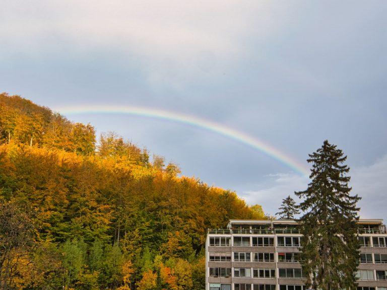 Regenbogen aus dem Hotelzimmer