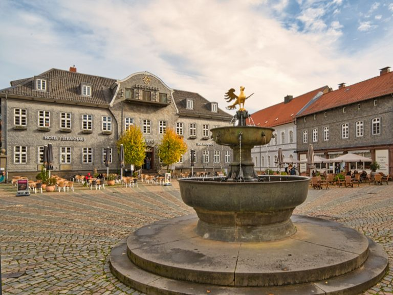 Goslar - Glocken- und Figurenspiel, sowie Brunnen am Markt